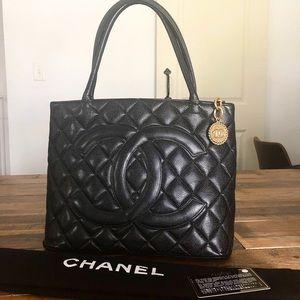 Chanel Caviar Medallion